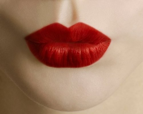 Lip-stain-ul-aliatul-buzelor-perfecte-pentru-intreaga-zi