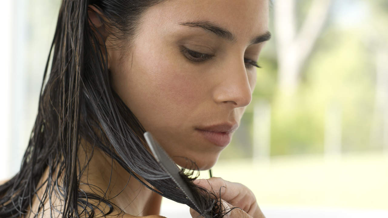 Ce pot face femeile pentru a nu le mai cadea parul